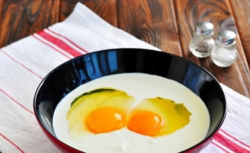 Яйца и сливки взбить