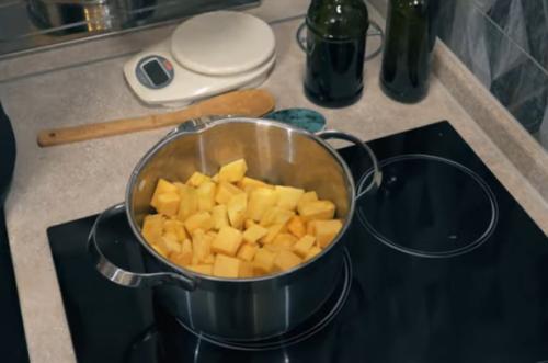 добавляем тыкву и картофель