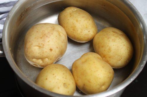 Картофель промыть и просушить