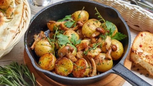 Картошка в мундире с курицей и грибами