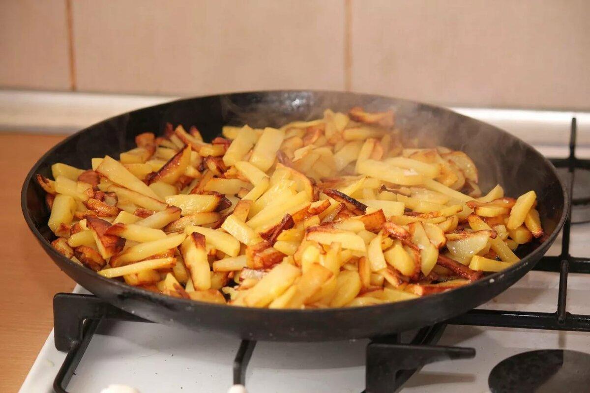 обжариваем картошку