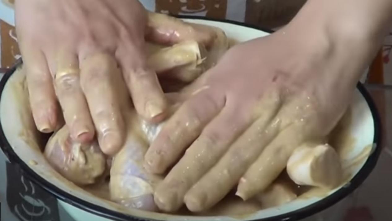 мясо смешать в соусе